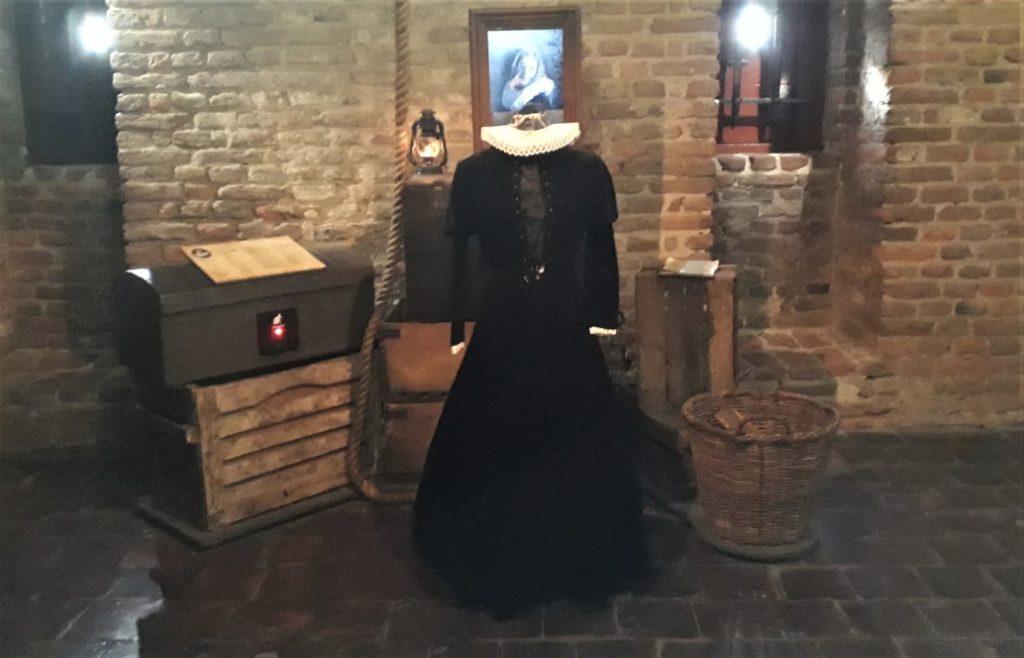De jurk van de bruid van Loevestein